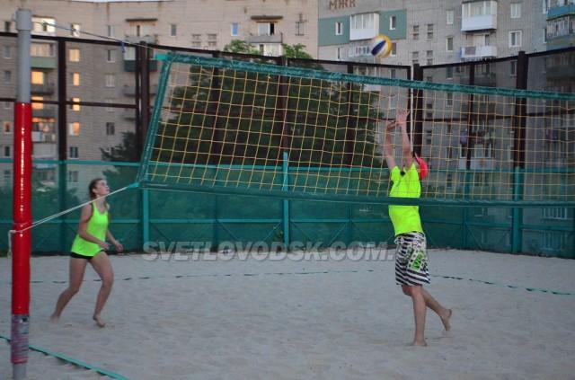 Волейбол пляжний  та конкурс малюнків  до Дня молоді