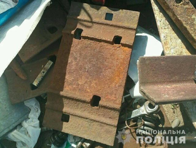 Поліцейські встановили особу злодія, який демонтував із залізничної колії металеві деталі