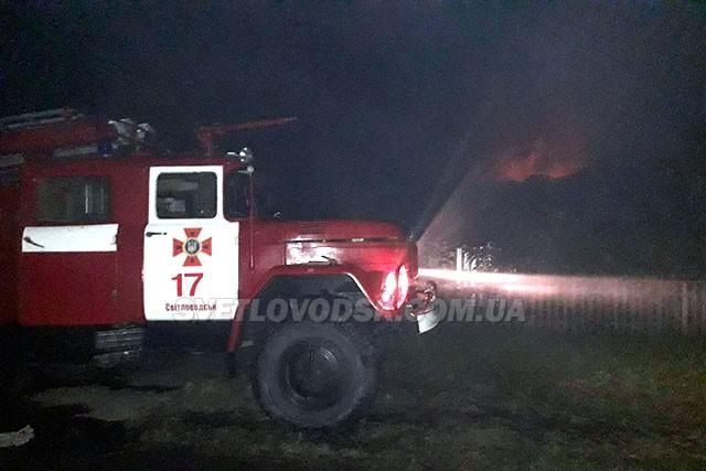 Під час гасіння пожежі в будинку рятувальники виявили загиблу жінку та врятували чоловіка