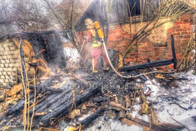 Світловодські рятувальники протягом доби ліквідували 2 пожежі у житловому секторі, на одній з яких травмовано 2 особи