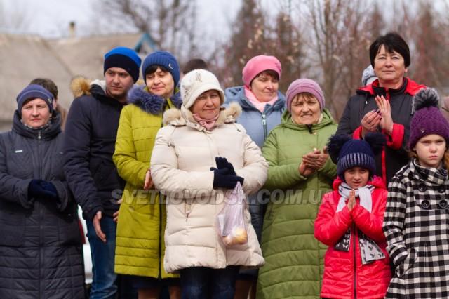«Сьогодні в нашому селі, велика сталася подія. Радіють всі — дорослі і малі. Здоровим бути є надія!» — Галина Дорошенко