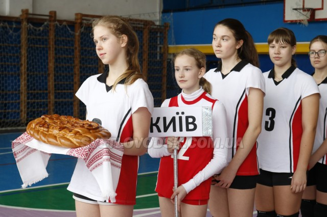 Фінал чемпіонату України з волейболу «Дитяча ліга». Світловодські спортсменки обіграли гостей
