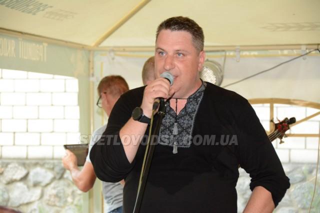 Художня самодіяльність Будинку культури та рок-концерт в «Гарцюючий поні» зробили свята на Власівці