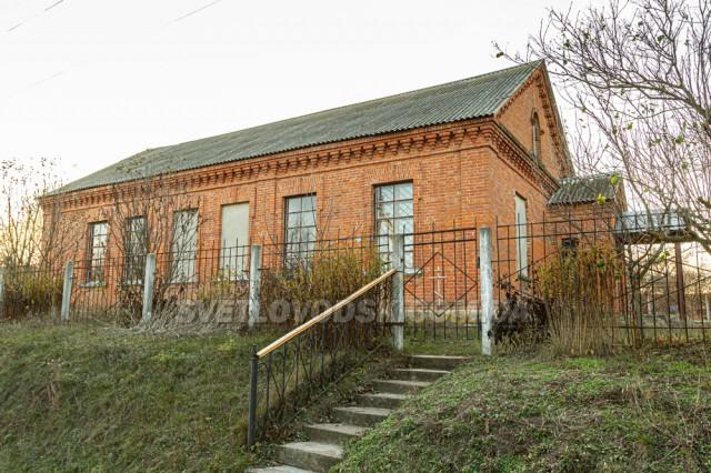 Свято-Миколаївська церква (колишня земська школа)