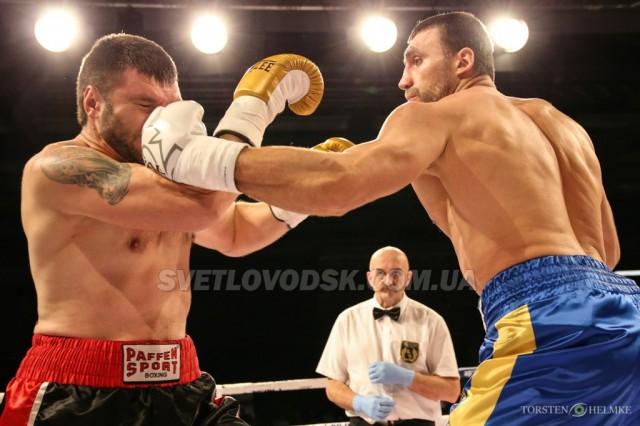 Віктор Вихрист нокаутом дебютував на професійному ринзі
