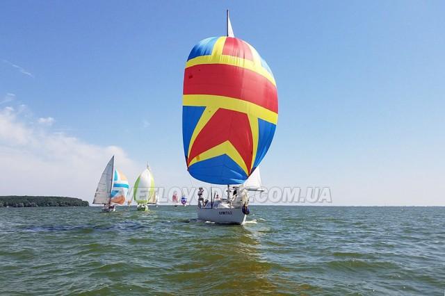 Яхтсмени підкорювали водну стихію на честь захисників України