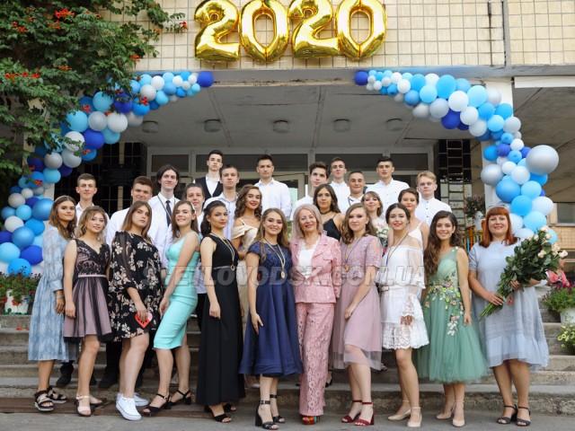 Цьогорічні випускники СЗШ №7 попрощалися зі школою