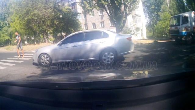 ДТП: Автомобіль збив молоду людину на пішохідному переході (ВІДЕО, ДОПОВНЕНО)