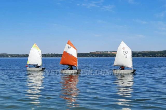 Юні яхтсмени відзначили День Незалежності України вітрильними перегонами