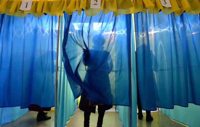 Не галочкою однією: розповідаємо, як правильно голосувати 25 жовтня та чому така велика кількість бюлетенів