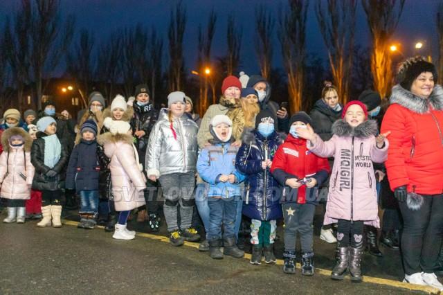 Новорічна ялинка у Світловодську засяяла вогнями (ФОТОРЕПОРТАЖ, ВІДЕО)