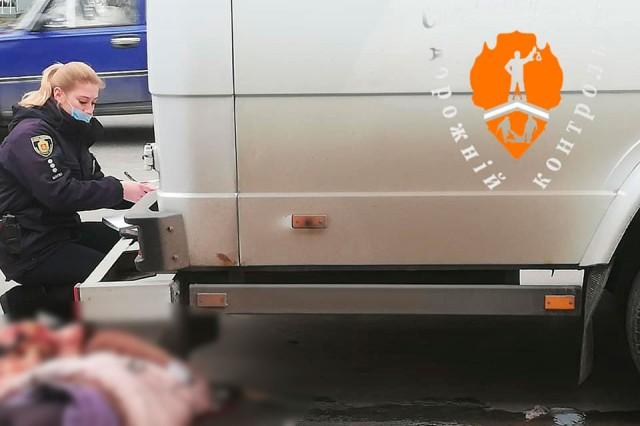 У Світловодську під колесами маршрутки загинула жінка (ФОТО, ДОПОВНЕНО)
