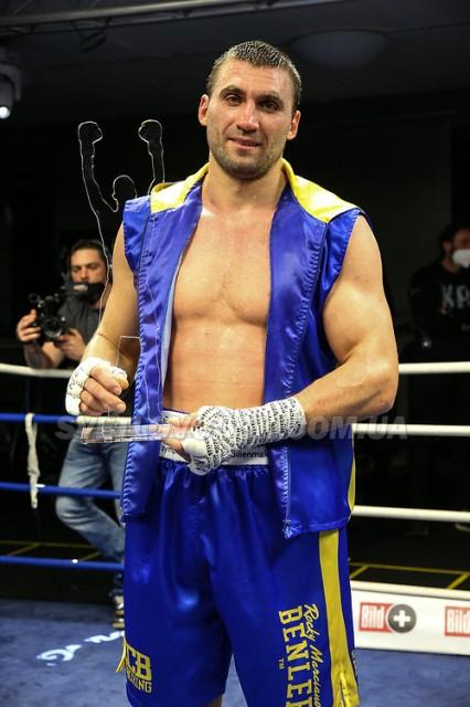 Віктор Вихрист вшосте переміг на професійному ринзі