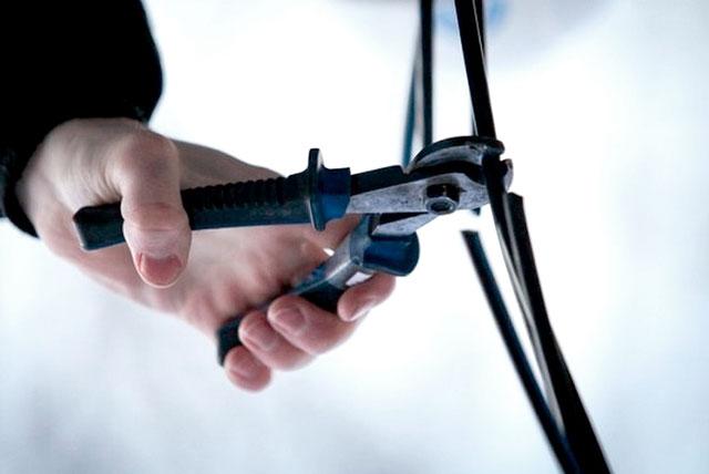 Поліцейські повідомили громадянину підозру у вчиненні крадіжок майна підприємства