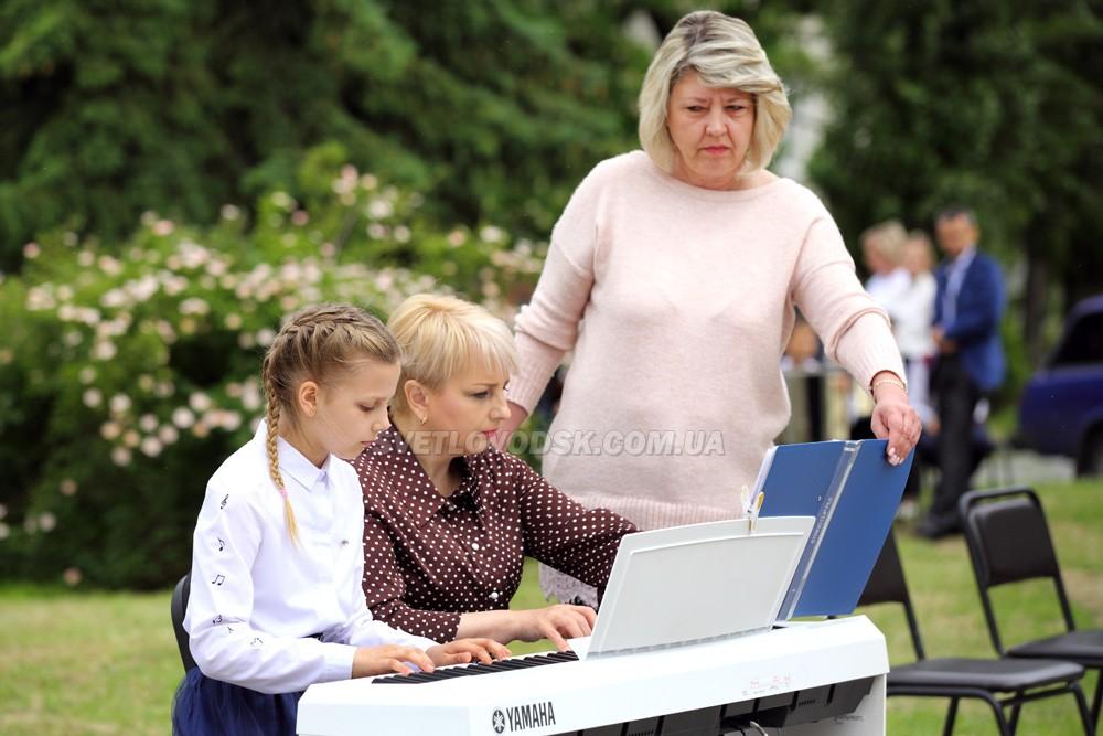 Концертна програма за участю школи мистецтв та дитячої музичної школи (ФОТОРЕПОРТАЖ)