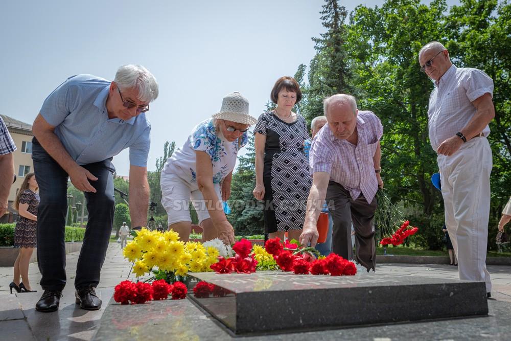 День скорботи і вшанування пам'яті жертв війни в Україні (ФОТО, ВІДЕО)